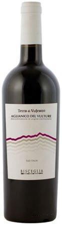 Wino czerwone z odmiany Aglianico